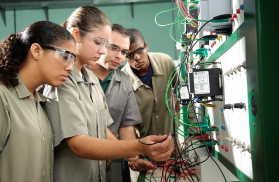 Cursos técnicos voltados à indústria atraem mais mulheres | Central Pronatec